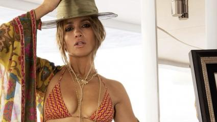 Η Jennifer Lopez έκλεισε τα 52 και το γιόρτασε με ένα χολιγουντιανό φιλί στον Ben Affleck