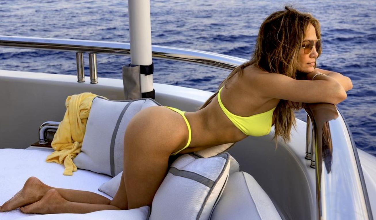 Jennifer Lopez | Το instagram παραληρεί με το κορμί της μέσα στο κίτρινο μπικίvι της